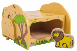 wooden safari lions den